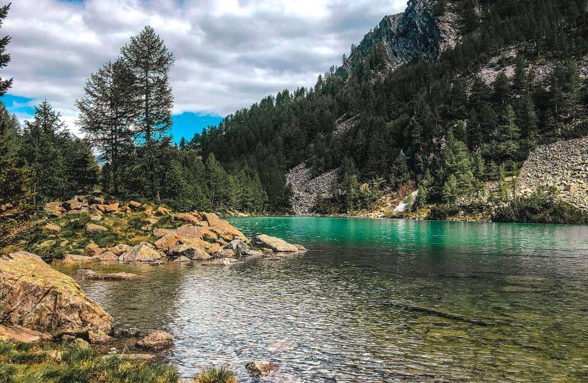 La natura lombarda ci incanta con le acque turchesi del Lago Lagazzuolo.